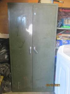 METAL 2 DOOR STORAGE CABINET