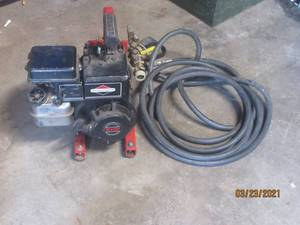 BRIGGS & STRATTON 3HP MOTOR (AND WHAT LOOKS TO BE PRESSURE WASHER HOOK UP) WITH HOSE